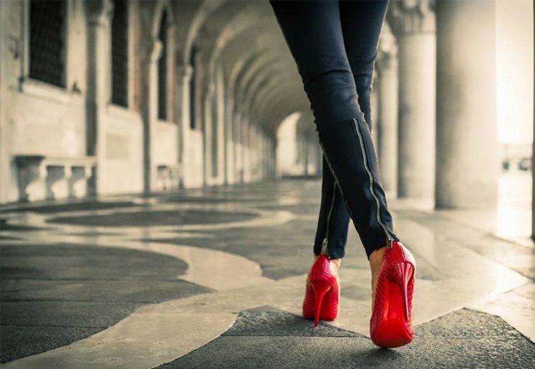 Базовая обувь в современном гардеробе девушки