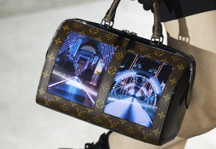 сумка LV с гибкими AMOLED-экранами