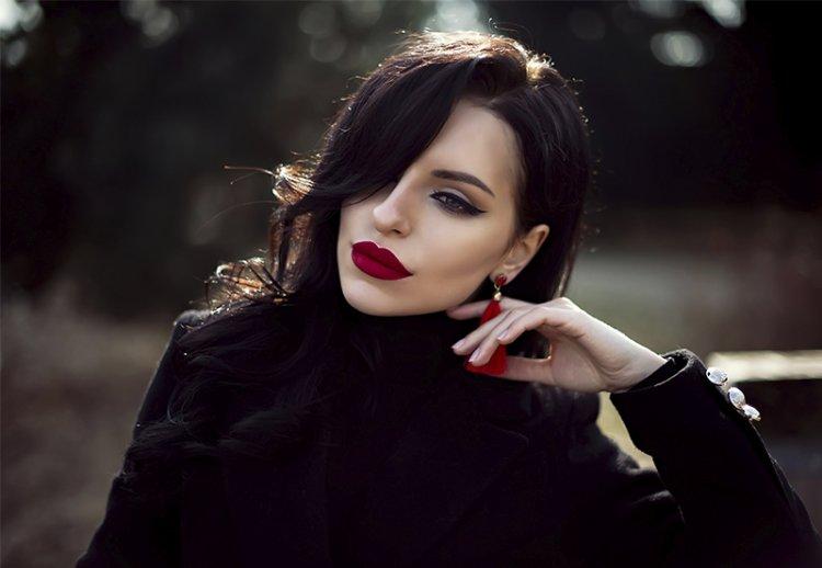 Идеи вечернего макияжа с красной помадой