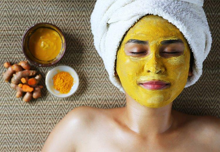 Секреты маски для лица из меда и куркумы