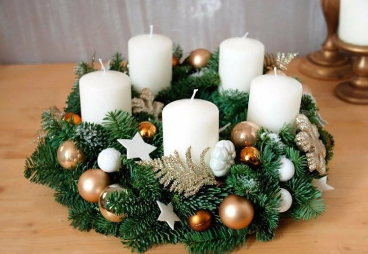 белая свеча в натуральном подсвечнике
