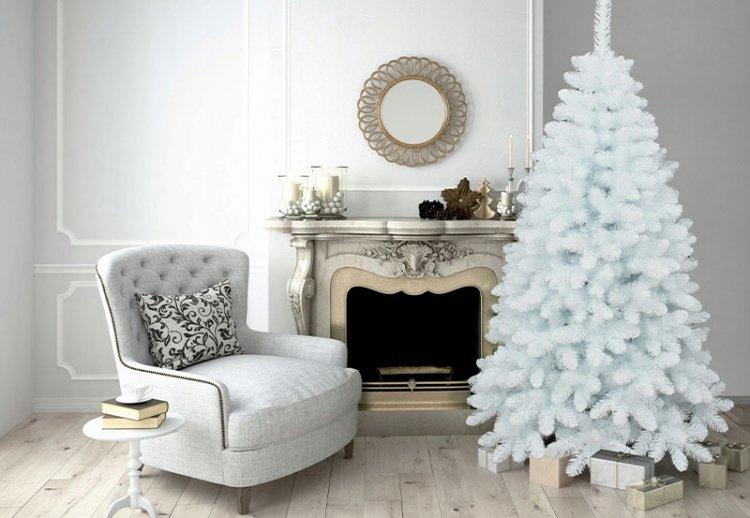 белая серебряная елка на новый год