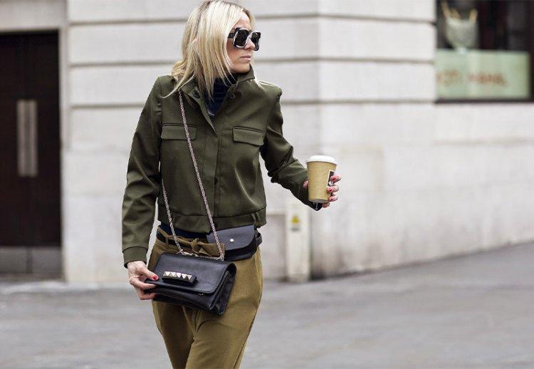 девушка в куртке милитари