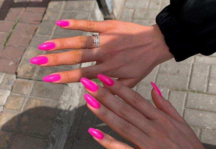 розовые ногти фуксия