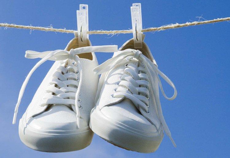 Чем отбелить белые кроссовки в домашних условиях