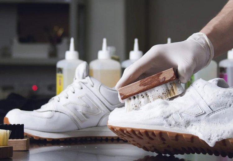 как отмыть белые кожаные кроссовки