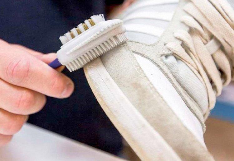 как очистить светлые замшевые кроссовки