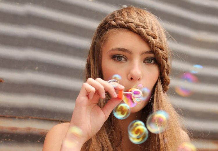 Прически с косой на короткие, средние и длинные волосы