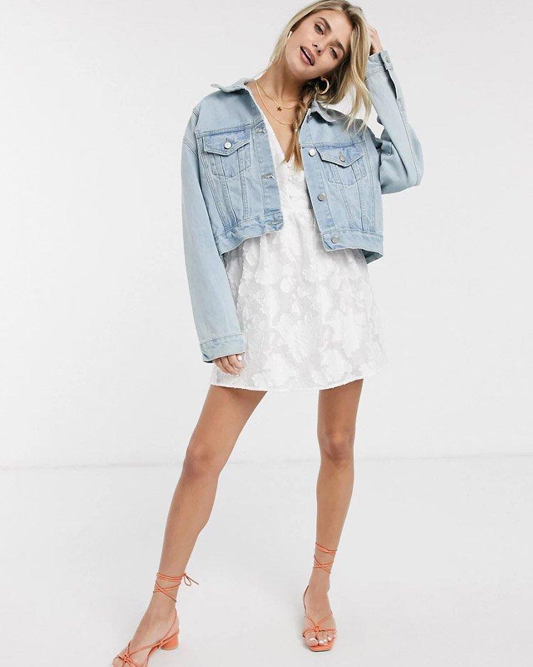с чем носить укороченную джинсовую куртку