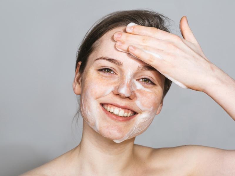 как правилтно очищать жирную кожу
