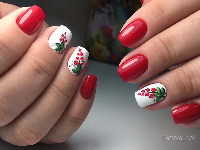 маникюр с ягодами на короткие ногти